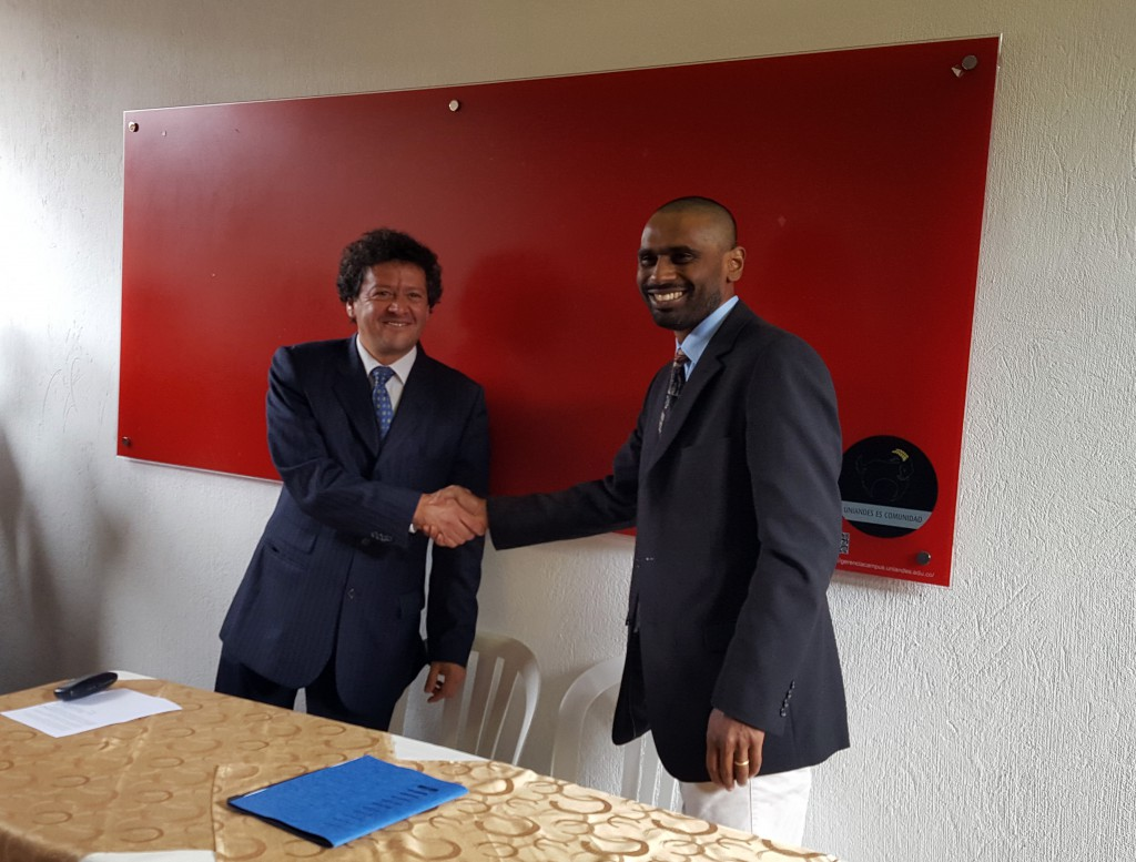 The signing of the Andean Regional Office in Bogota, hosted at three collaborating institutions: Universidad de Los Andes (Colombia), Parque Explora-Planetario de Medellín (Colombia), and Sociedad Chilena de Astronomía (Chile). To the left is Ferney Rodriguez, Dean of Science at Universidad de Los Andes, and to the right Director of the OAD Kevin Govender. credits: IAU